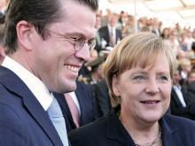 Karl-Theodor zu Guttenberg und die Bundeskanzlerin im Jahr 2010.