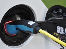 Elektromobilität: EU-Standard für Ladestecker