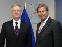 Der litauische Finanzminister Rimantas Šadžius traf Kommissar Johannes Hahn in Brüssel