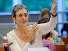 """Ulrike Lunacek: """"Griechische Eliten müssen den Gürtel enger schnallen"""""""