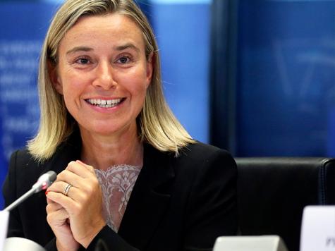 EU-Diplomatin Mogherini - umstrittener Newcomer gibt sich dynamisch; Bild: EPA/OLIVIER HOSLET