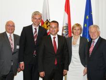 TMG OÖ-Chef Bruno Lindorfer, Landesrat Michael Strugl, Minister Peter Friedrich, Eva Nussmüller, Landeshauptmann Josef Pühringer