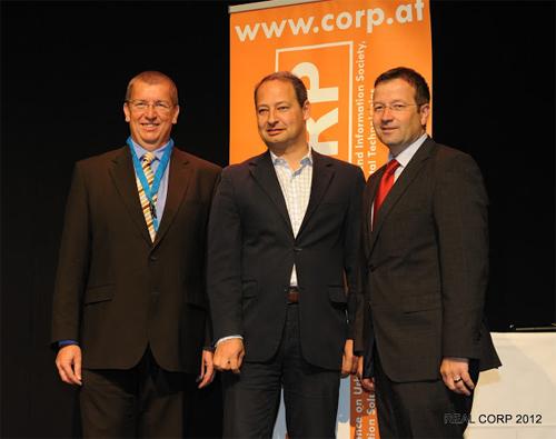 DI Manfred Schrenk, Staatssekretär Mag. Andreas Schieder und der Schwechater Bürgermeister und Abg. z. NR Hannes Fazekas. Bild © PD