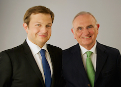 Richter Christoph Bauer fand die Strategie des kongenialen Firtash-Anwaltteams unter Leitung von Ex-Justizminister Dieter Böhmdorfer und Mag. Rüdiger Schender (li) sehr überzeugend